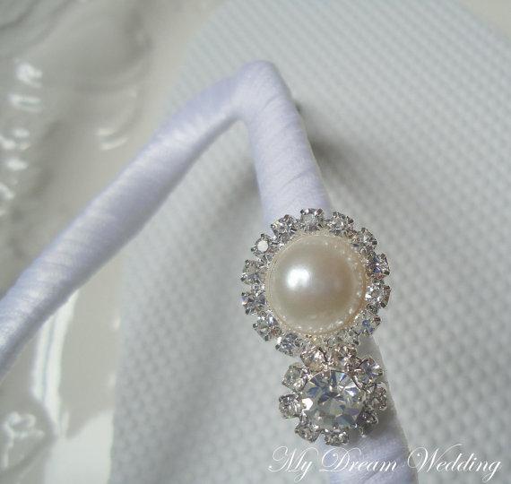 Mariage - White Flip Flops. White Bridal shoes, rhinestones flip flops. Brides, Wedding, Bridesmaids -MAGNIFICENT WHITE-