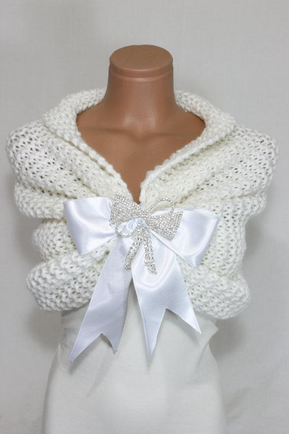 Hochzeit - White Wedding Shawl, Bridal Shawl, Bridal Wedding Stole, White Shawl, Hand Knit Shawl, White Capelet, Wedding Capelet, Bridesmaid Shawl
