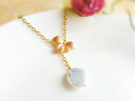 Mariage - BUY 2 GET Any 1 FREE Matte Gold Orchid White Coin Pearl Lariat Necklace Freshwater Coin Pearl Orchid Necklace Bridal Jewelry Bridesmaid Gift