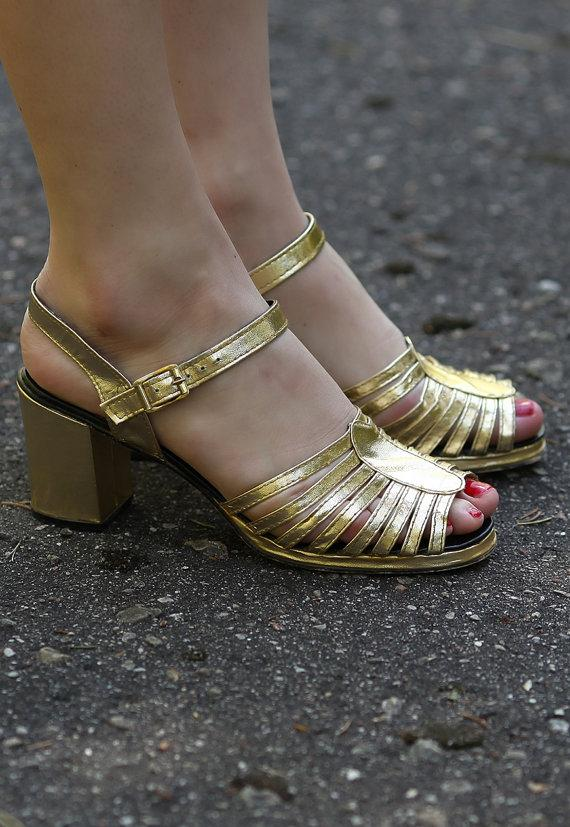 Mariage - METALLIC Sandals 90s GOLD Faux Leather CAGE Strap Block Heel Slingback Shoes Open Toe Slip On Sliders Slides size Eur 37.5, Us 7 , Uk 4.5