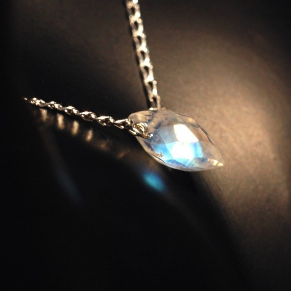 زفاف - Puffed Faceted Rainbow Moonstone Necklace - Petite Rainbow Moon Stone Necklace on Sterling Silver Chain - Petite Necklace - Rainbow Necklace