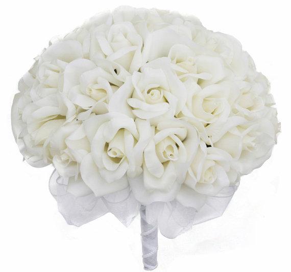 Свадьба - Ivory Silk Rose Hand Tie (36 Roses) - Silk Bridal Wedding Bouquet