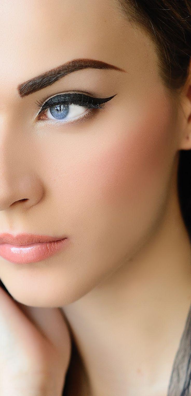 Dina kiss and makeup