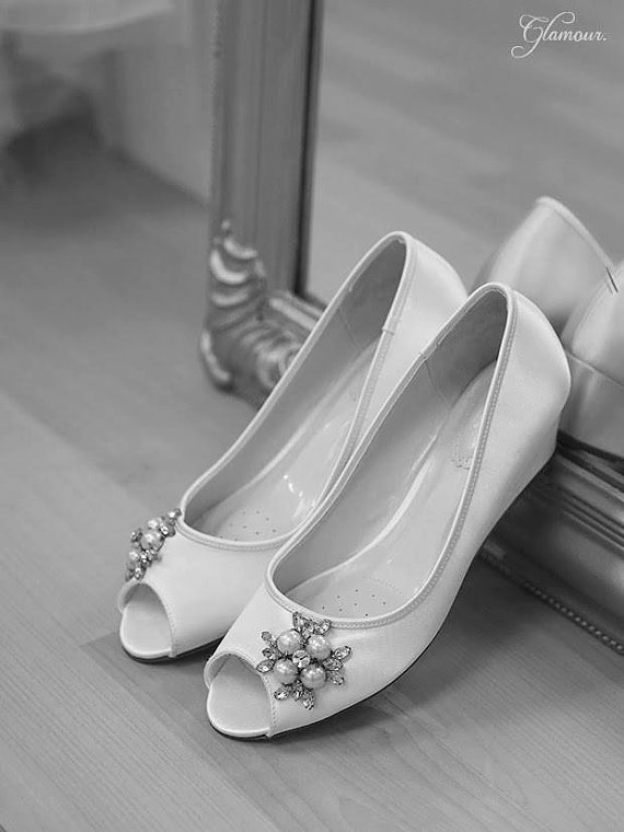 Свадьба - Wedding Shoes - Wedge - Handmade Wedding - Outdoor Wedding - Over 100 Colors - Wedge Wedding Shoe - Comfortable Shoes - Beach Wedding Shoes