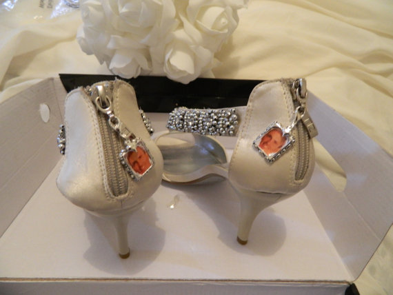 Mariage - Wedding Memory/Living photo charms- 1 Pair - Bouquet charms- Brides Shoes-garter-  & Sew on Bows
