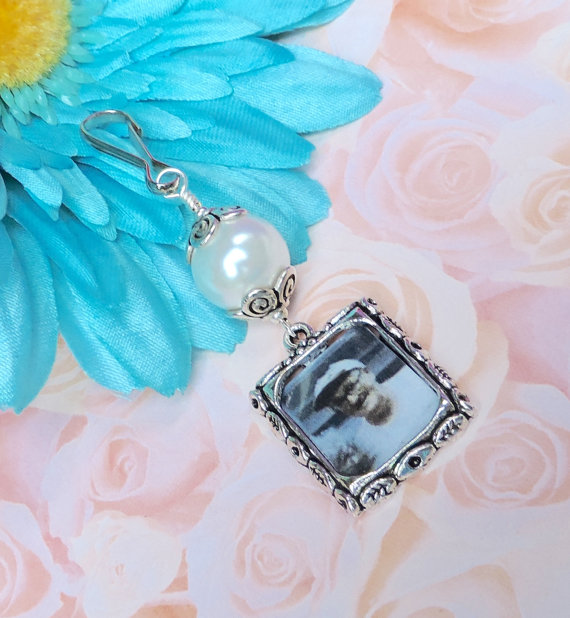 Mariage - Wedding bouquet charm. Blue, pink, white or gold pearl photo charm.