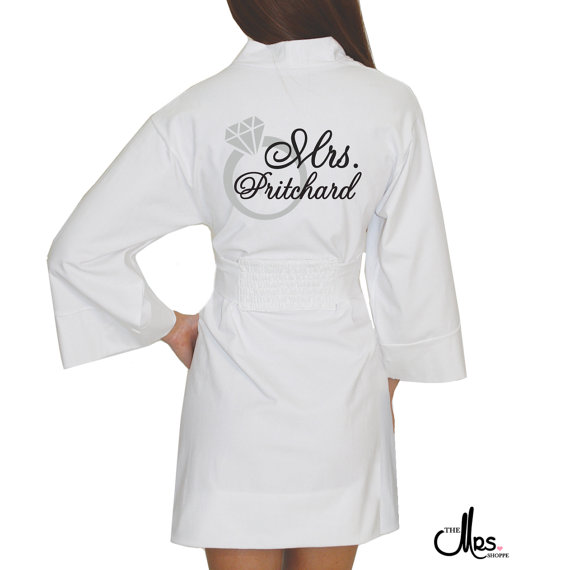 Свадьба - Personalized Mrs. Darling Bridal Wrap with Ring, Bride Robe, Bride Lingerie, Bridal Apparel, Mrs. Apparel, Honeymoon trousseau, Just Married