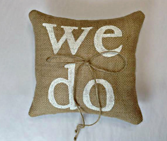 زفاف - WE DO Burlap Ring Pillow, Burlap Ring Bearer Pillow, We Do Ring Pillow, Rustic ring pillow, Country ring pillow, burlap ring pillow