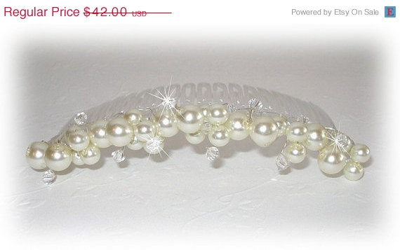 Mariage - ON SALE 15% OFF Ivory Pearl Bridal Hair Comb With Crystal Accents