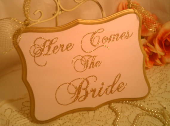 زفاف - Wedding Sign Glittered Pink Wedding Gold Wedding Decoration Here Comes The Bride Sign Fairytale Weddings, Princess Weddings, Cinderella