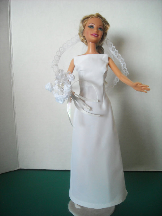 Mariage - Barbie Modern Wedding Gown, with Veil and Accessories