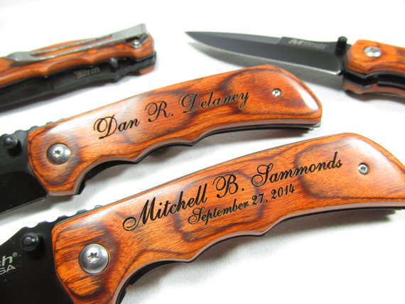 Свадьба - Set of 8 Engraved Wood Handle Pocket Folding Knife Personalized Groomsman Best Man Ring Bearer Usher Wedding Gift Contour Grip