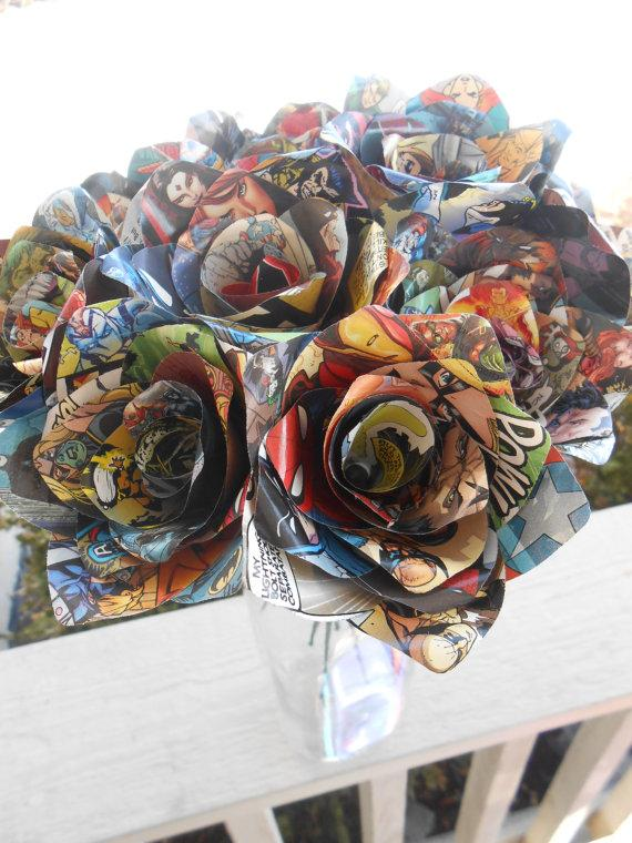 Mariage - Dozen COMIC BOOK Roses.  Wedding, Birthday, Anniversary, Centerpiece. Gift. Custom Orders Welcome