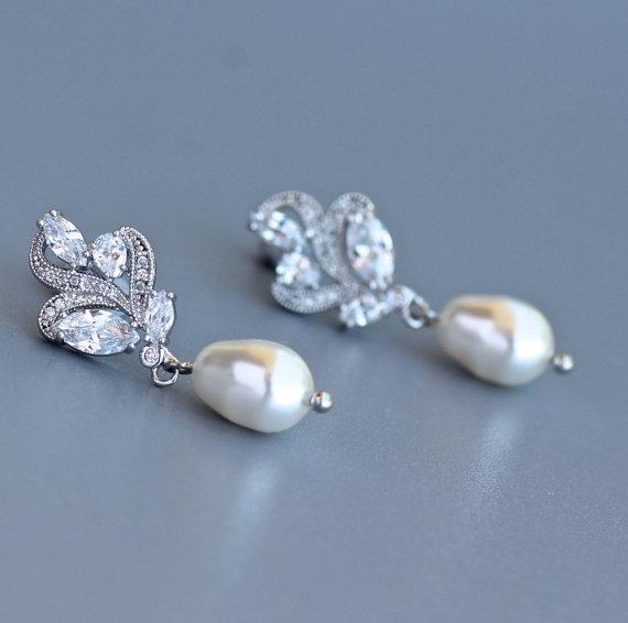 Свадьба - Leaf Crystal Earrings, Bridal Dainty Earrings, Bridal Stud Earrings, Pearl Drop Earrings, Bridal Jewelry, Pearl  Wedding Earrings, FLEUR