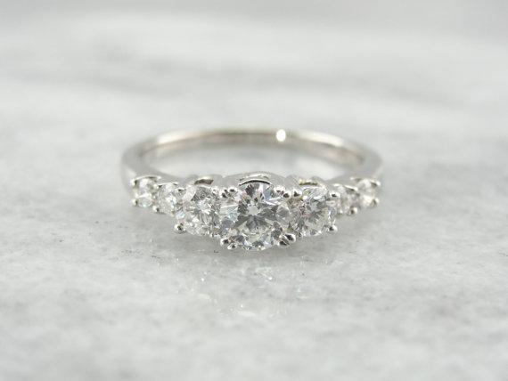 زفاف - Glittering Graduated Diamond Engagement Ring XD9L5A-R