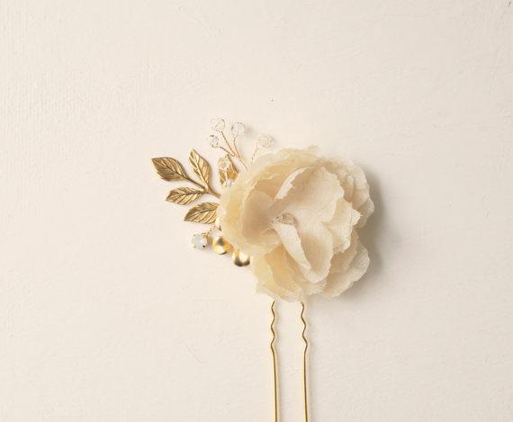 Mariage - Gold bridal hair clip, Ivory silk flower clip, Wedding hair pin, Bridal hair jewelry, Gold wedding, Gold U pin, Vintage, Bride hair