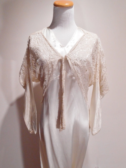 زفاف - Jean Harlow Hollywood White Rayon Satin Bias Cut Peignoir Lingerie Gown Wedding Dress, c. 1930