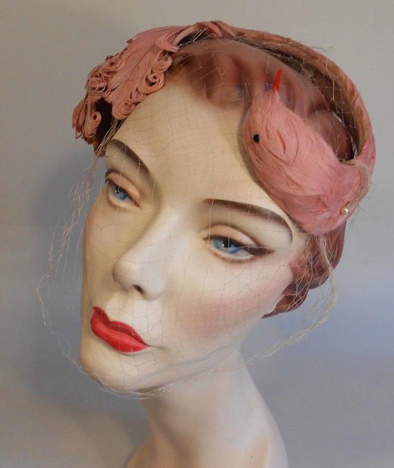 Свадьба - The Beauty of Swan Lake - Early 1950s Rose Pink Curled Feather Cookie Cutter Hat Fascinator Swan Hat - Rare