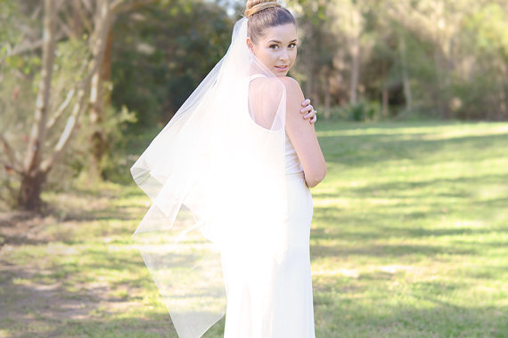 Mariage - Wedding veil, square cut veil in ivory, cut edge, fingertip length, bridal illusion tulle