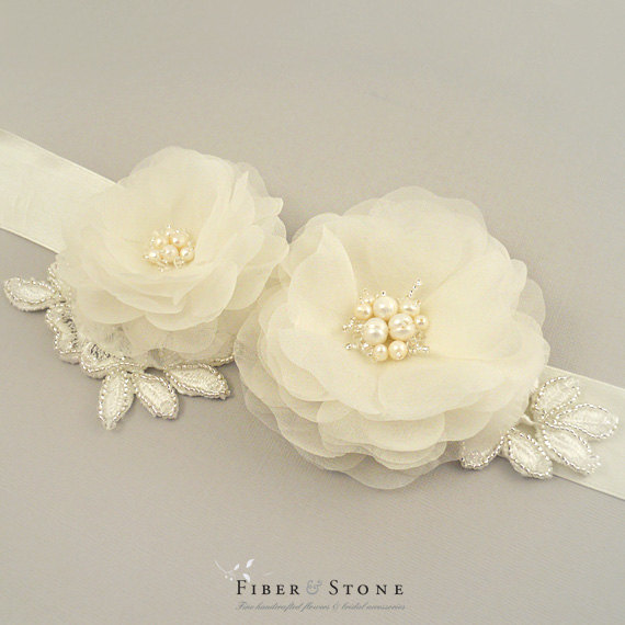 Свадьба - Pure Silk Ivory Wedding Sash Belt, Silk Bridal Sash Belt, Wedding Flower Sash, Ivory Silk Satin Sash, Freshwater Pearls, Swarovski Crystals