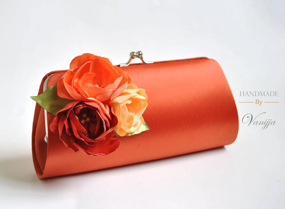 Hochzeit - Burnt orange clutch with shades of orange flowers - Fall wedding - Bridal Clutch / Bridesmaid clutch / Prom clutch / Cocktail Clutch