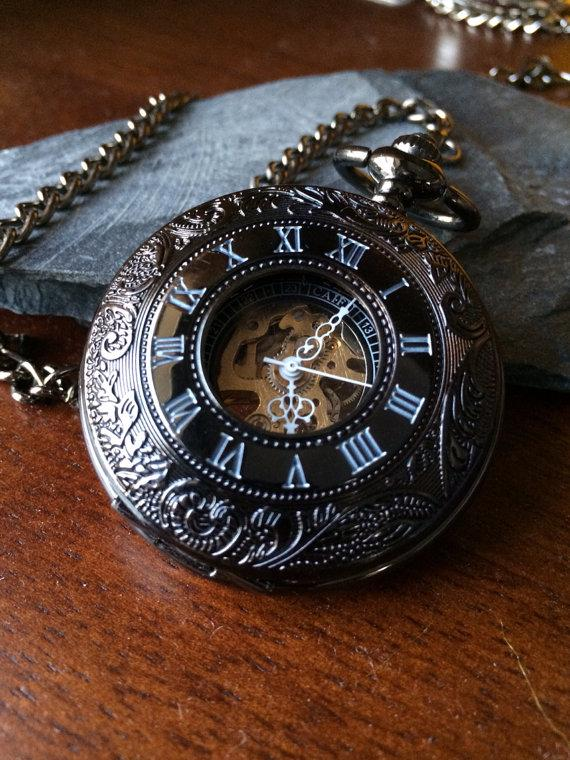 Mariage - Personalized Pocket Watch Black Windup Mechanical pocketwatch with Chain- Groomsmen gifts VM024