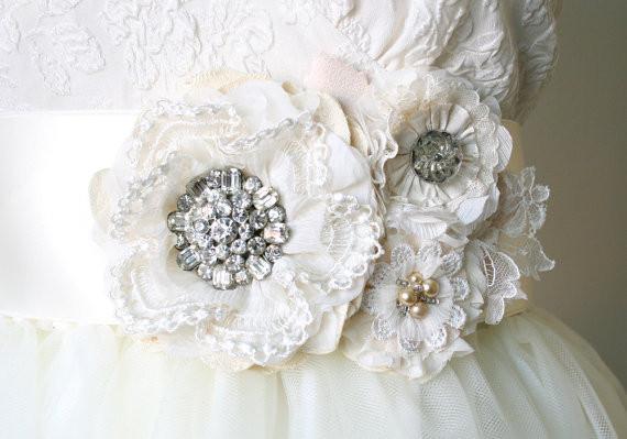 Boda - Vintage Rhinestone Wedding Sash - Ivory White Floral Bridal Belt