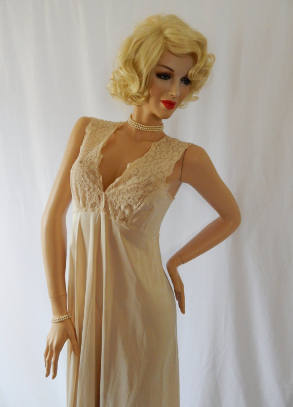 Vintage Nightgown VANITY FAIR Size 38 Cream Beige Nylon Scalloped ...
