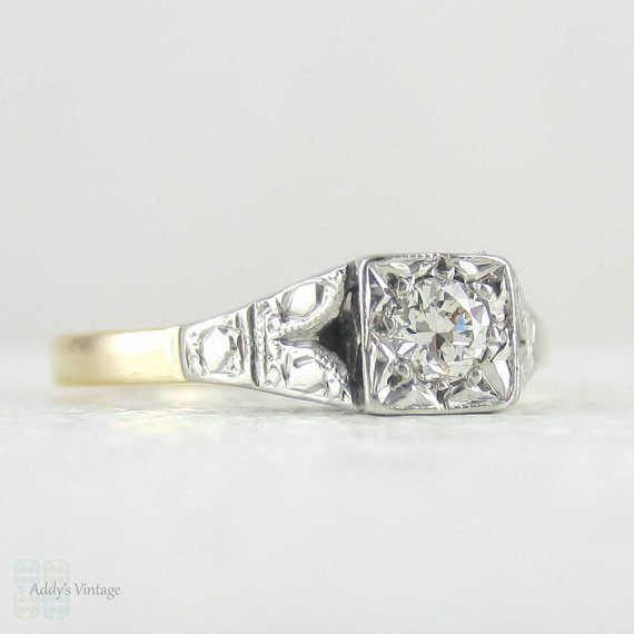 Mariage - Diamond Engagement Ring, Art Deco Traditional Round Brilliant Cut Diamond Solitaire with Engraved Setting in 18 Carat & Platinum.