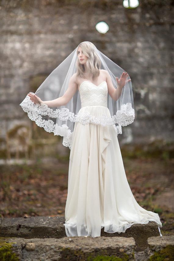 Свадьба - Bridal Veil, Traditional Veil,  Lace Edge Wedding Veil, Wedding Hair Accessory, Long Veil