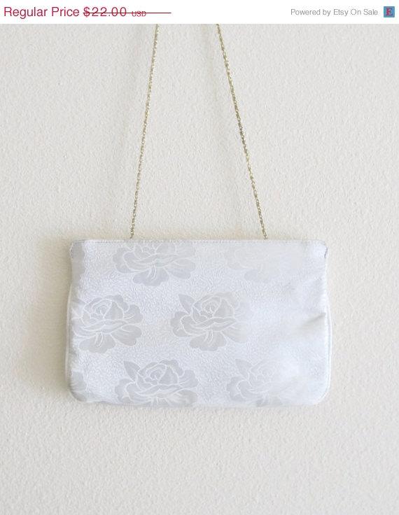 Свадьба - 50% OFF SALE Vintage White Rose Brocade Satin Purse / Wedding Bridal Formal Clutch Handbag