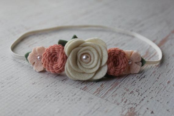 Свадьба - Vintage Pink and Wheat Mixed Flower Garland Headband-  Wool Felt Flower Headband- Shabby Chic Wedding Flower Girl Headband