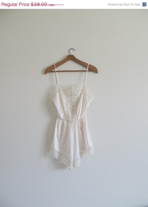 Mariage - 50% OFF SALE Vintage Creamy Lace Nylon Lingerie Burlesque One-Piece Leotard Size 36 Bust