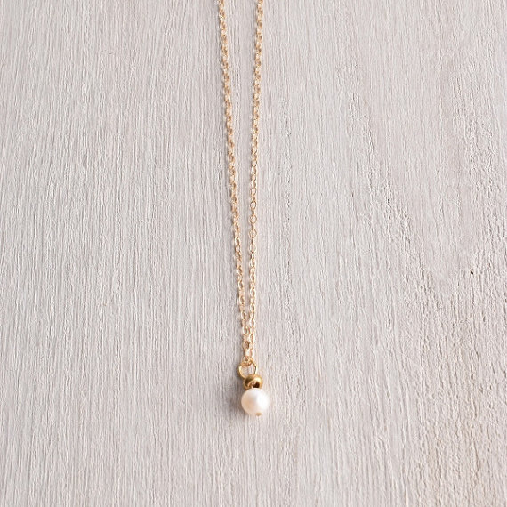 Hochzeit - Single Pearl and Delicate 14k Gold Chain Necklace / Minimalist wedding jewelry / Simple elegant bridesmaid pearl necklace