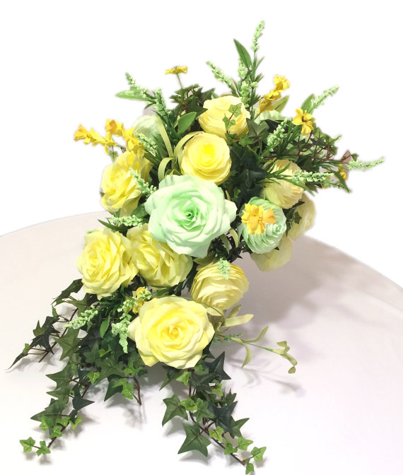 Boda - Cascading bouquet in soft Yellow and baby green paper Roses and Peonies with silk flowers and leaves, Can be made in many different colors