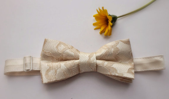 Mariage - Fairy Tale Champagne Lace Bow Tie - Wedding Bow Tie Groom Bow Tie Bridal bow Tie Bridal party Prom Bow Tie Groomsmenbowtie Baby Bow Tie Pet