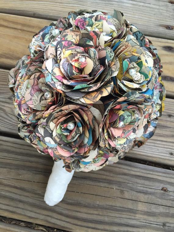 Mariage - Comic Book Bridal Bouquet with White Stem and White Accent Pearls- Paper Comic Book Wedding Bouquet - Wedding Bouquet made from Comic Books
