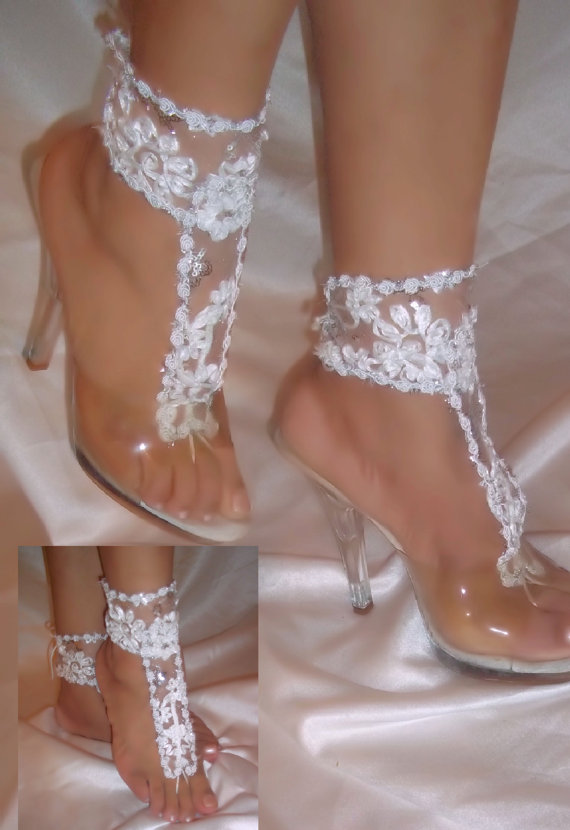Свадьба - Pair of White Flower Barefoot Sandal Ankle Glams, Wedding Sandals, Beach Bride Barefoot Sandals, Bridal Wear, Bride Bottomless Sandals
