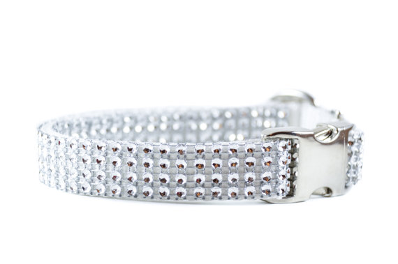 Свадьба - White Bling Dog Collar - Wedding Collar for Small and Large Dogs - Rhinestone Swarovski-like Bling Metal Buckle Collar