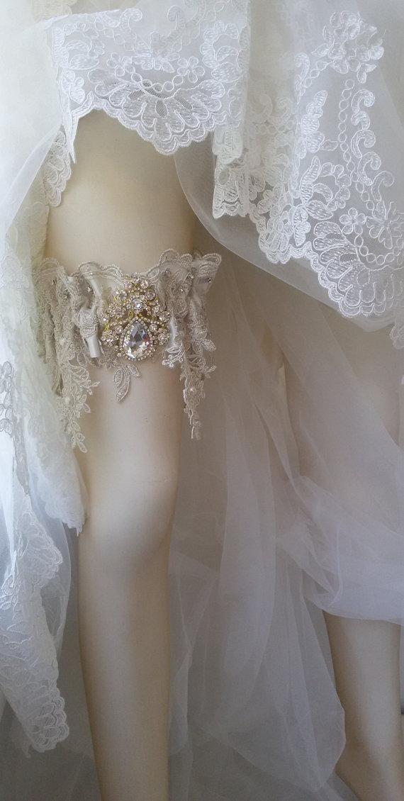 Wedding - Wedding leg garter, Pearl Lace Garter, Rustic Wedding Garter, Bridal Garter , Cream Lace Garter, Wedding Accessory, Rhinestone garter