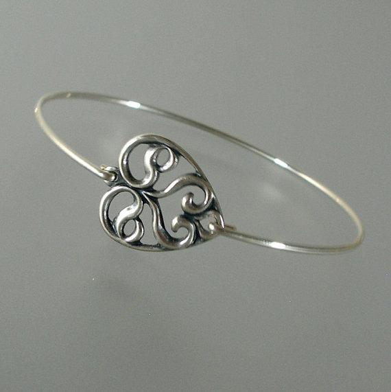 Mariage - Silver Heart Bangle Bracelet, Silver Bracelet, Bridal Bracelet, Bridesmaid Gift, Bridesmaid Jewelry, Stacking Bracelet (178S...)