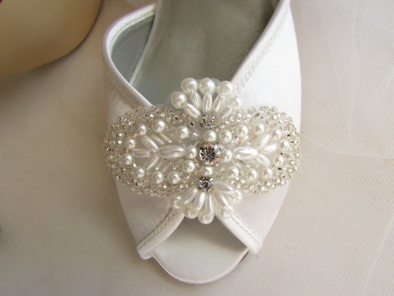 Свадьба - SALE Bridal shoe clips, wedding shoe clips, rhinestone and pearl bridal shoe clips