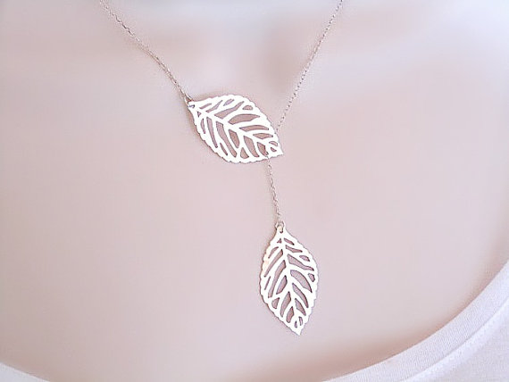 Свадьба - Dainty Leaf Necklace, Gold or Silver, Mothers Necklace, sisters jewelry, friendship jewelry, Bridal Jewelry, Mom Gift, Simple Jewelry
