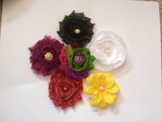 Свадьба - FANCY FLOWERS for COLLAR  slip on Flowers for Collar, Lot of 6, diva dog, wedding, photos, everyday wear Princess puppy