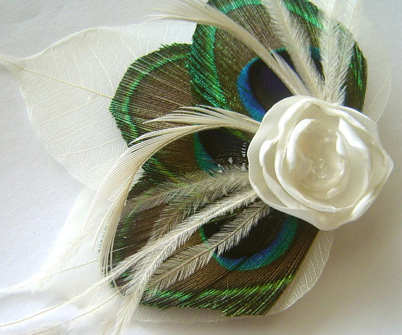 Свадьба - Peacock feather and Petite Ivory Rose Ostrich Hair Fascinator Clip with Ivory Skeleton Leaves Perfect for a Fall Bride