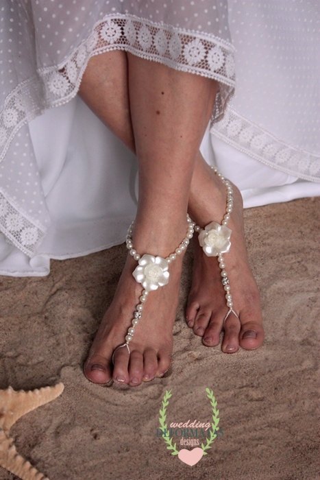 Свадьба - Swarovski Crystal Barefoot Sandals,Bridal Ivory Pearl Boho Foot Jewelry,Pearl and Rhinestone,Beach Wedding Barefoot,Destination Wedding