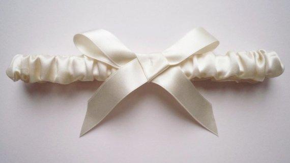 Hochzeit - Cloud nine silk garter