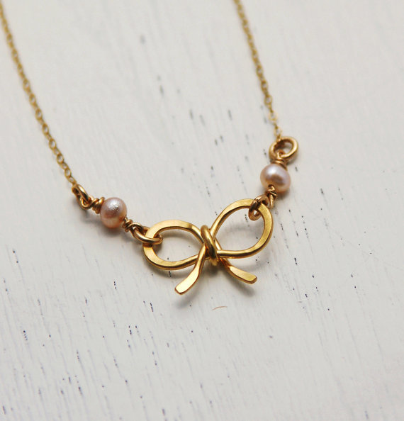 Mariage - Charm bow necklace, bow jewelry, bridesmaid necklace, bridesmaid jewelry, wedding, silver bow necklace, gold bow, gift for her