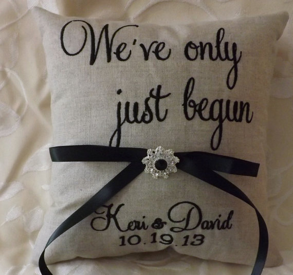 Mariage - Embroidered Ring Bearer Pillow