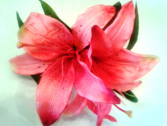 زفاف - TROPICAL HAIR FLOWERS - Flower Clip, Beach Wedding, Fascinator, Bridal, Pink Lily, Hawaiian Flower, Headpiece, Hair Accessory, Wedding, Luau